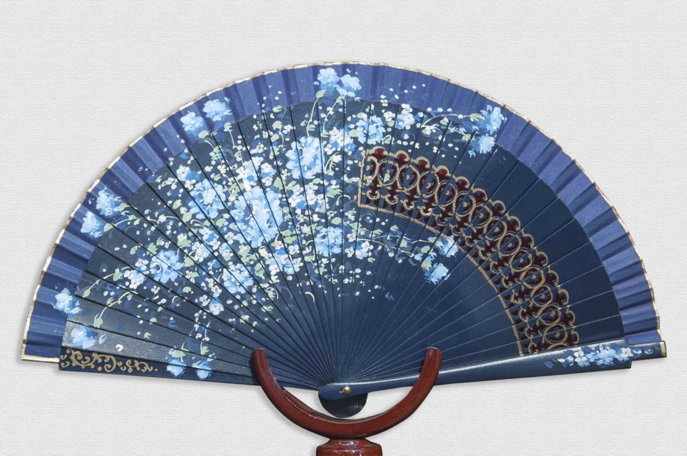 Fan with navy blue bottom. Cotton fabric.