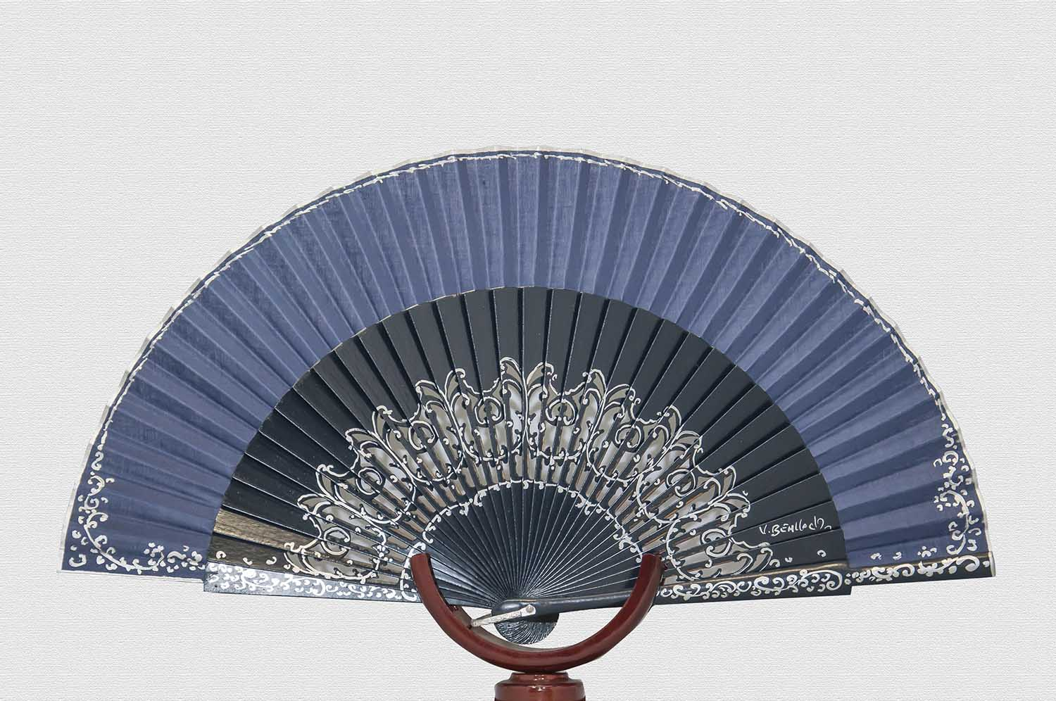 Danta wood fan varnished in navy blue
