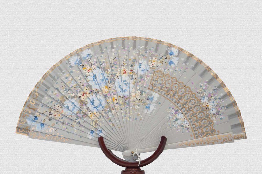 Danta wood fan varnished in gray