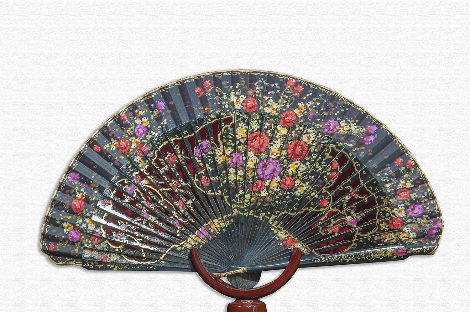 Lacquered wooden fan in white reverse polished with cotton cloth